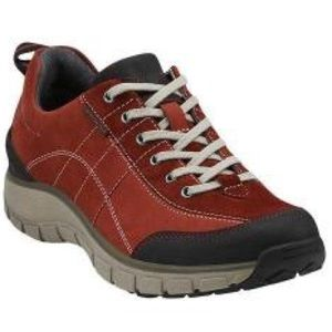 Clarks Wave Trek Red walking shoes size 6.5 $140
